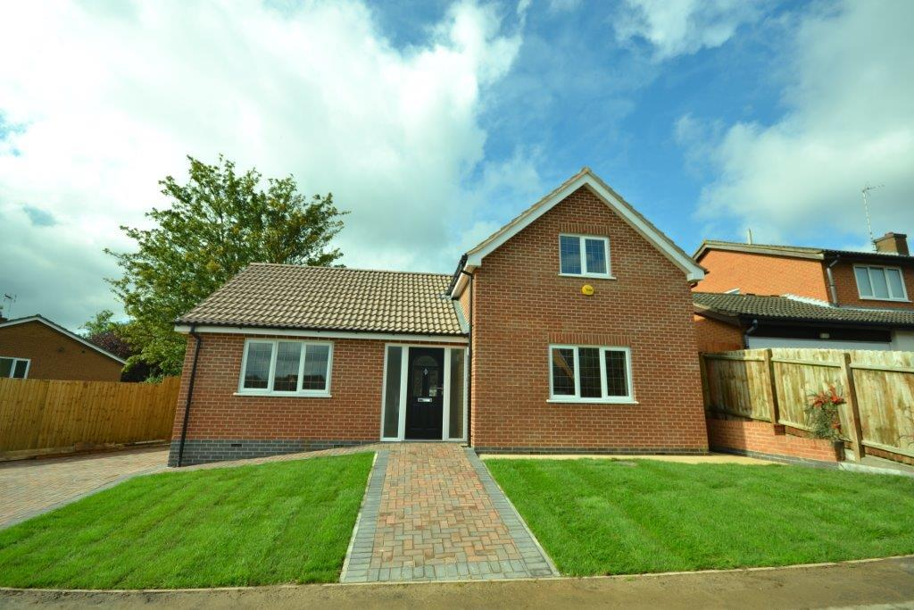 4 Bedrooms Detached Bungalow for sale in Glaisdale Road, Wigston